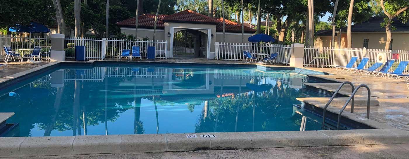 Swimming pool at Bonita Lakes